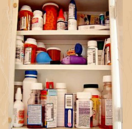 Prescription-Drugs-in-Medicine-Cabinet